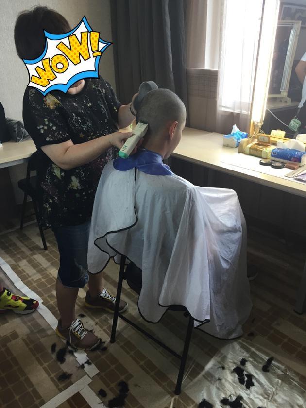 吴亦凡为戏剃光头